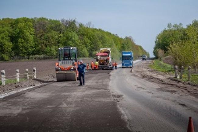 На Тернопільщині оновлять дорожнє покриття на 4 дорогах