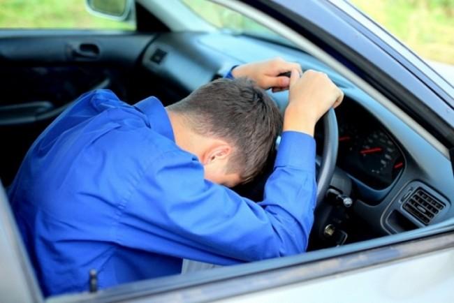 На Тернопільщині в розбитому авто лежала нерухома людина