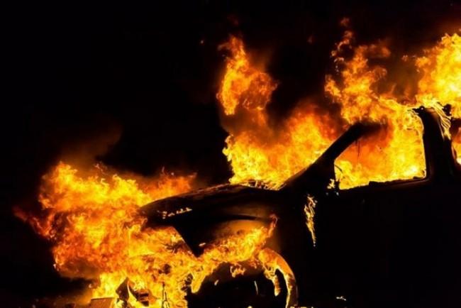 Під Тернополем повністю згорів автомобіль