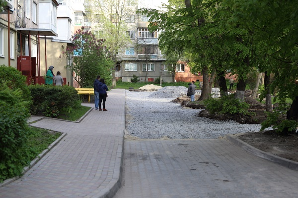 Тернополяни просять відремонтувати тротуар на вул. Вояків див. Галичина