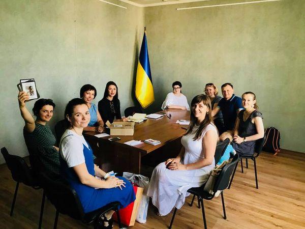 Мета  графічно продемонструвати багатство та різноманіття українських  вишитих сорочок з різних регіонів держави. 7331ebd3edba8