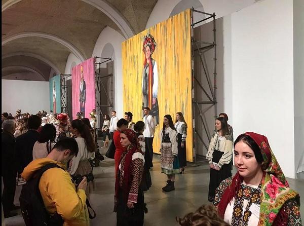 До Дня вишиванки тут представили 40 картин десяти сучасних живописців з  усієї України 4a682ca6b5891