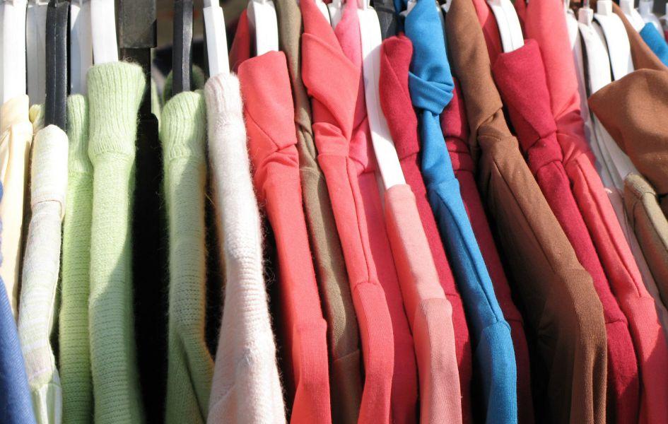 У Тернополі малозабезпеченим роздають одяг (Відео)