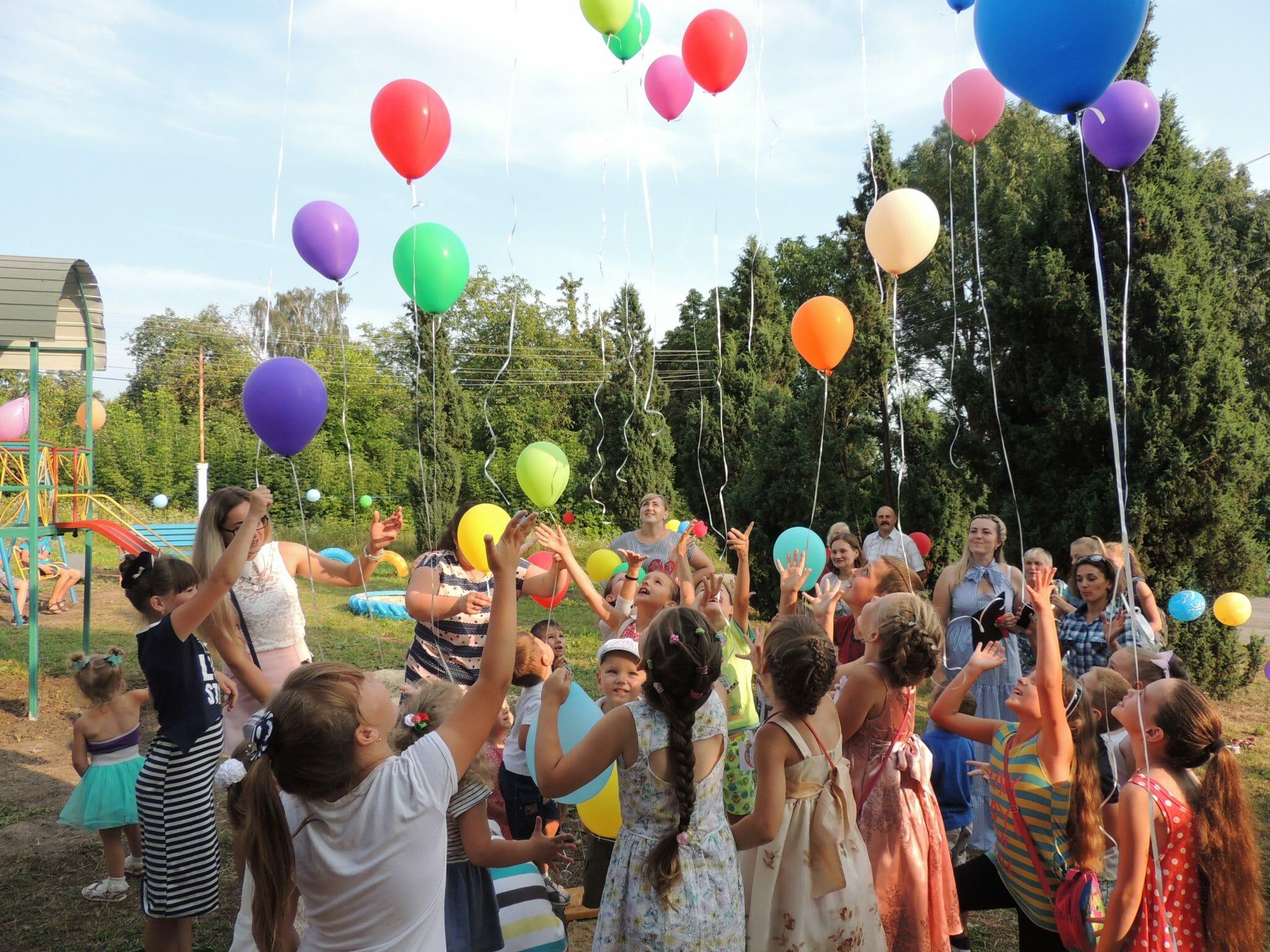 В одному із сіл на Тернопільщині відкрили перший дитячий майданчик (Фото)