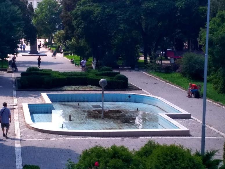 У центрі Тернополя оновлюють водограй «Кульбаба»