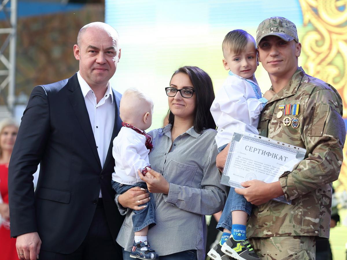 На День міста п'ятеро тернополян отримали сертифікати на квартири