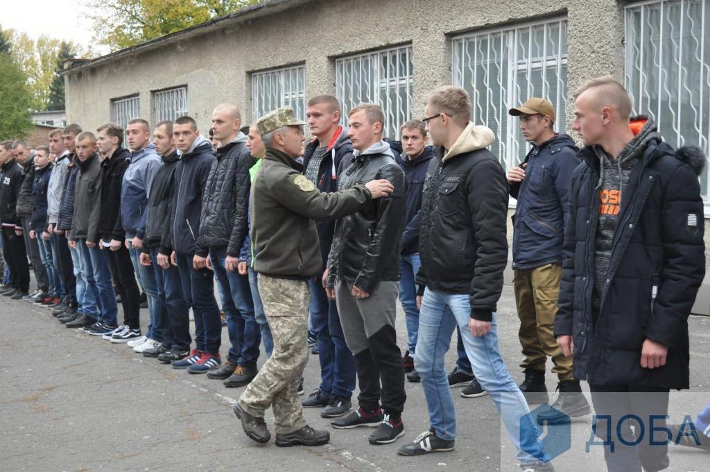 З Тернопільщини до війська урочисто відправили 47 призовників (Фото)