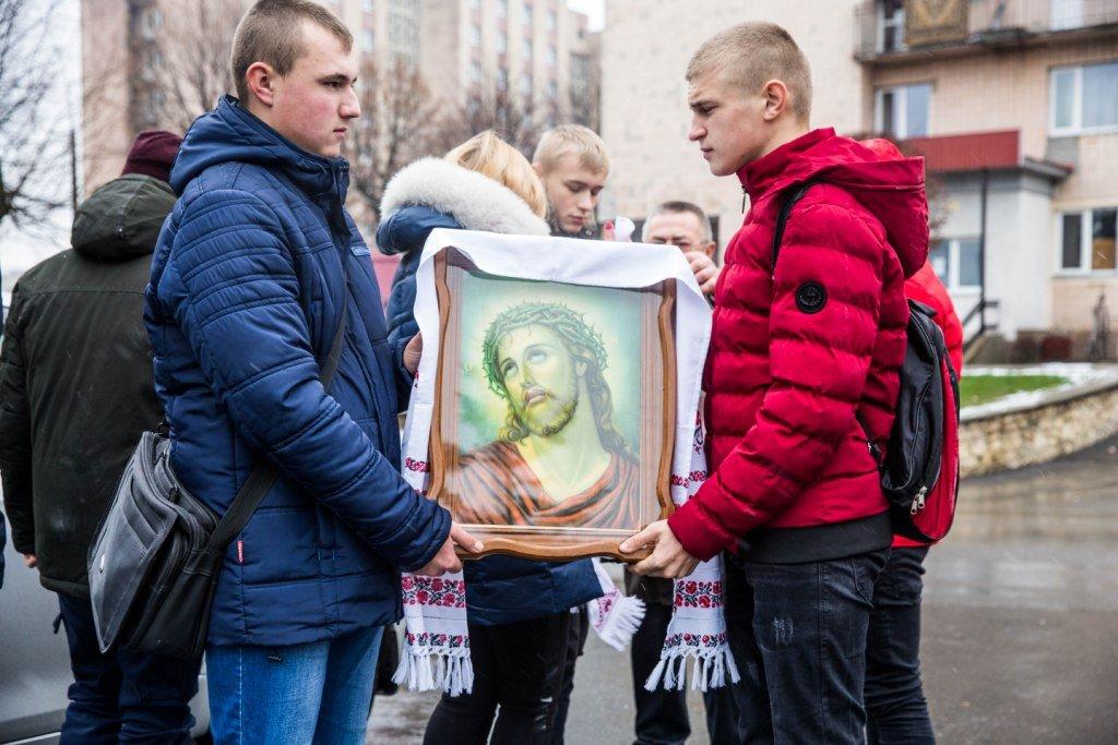 Ікони з Афону передали університецькій каплиці ТНЕУ (Фото)