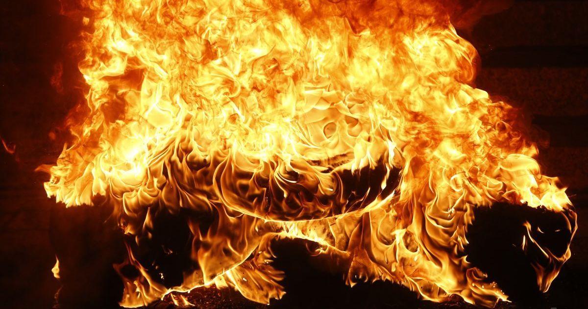 На Тернопільщині протестувальники палили шини (Фото)