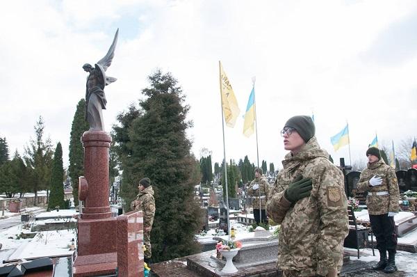 На Микулинецькому кладовищі вшанували пам'ять загиблих воїнів на сході України (Фото)