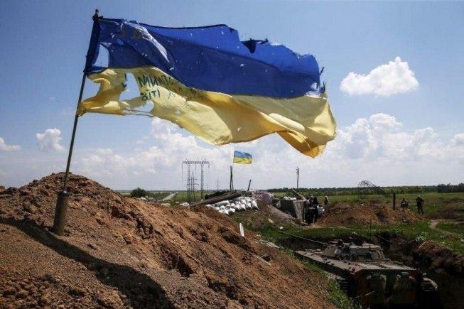 У Тернополі показали книгу з історіями людей, які зіткнулися з війною на Донбасі (Відео)