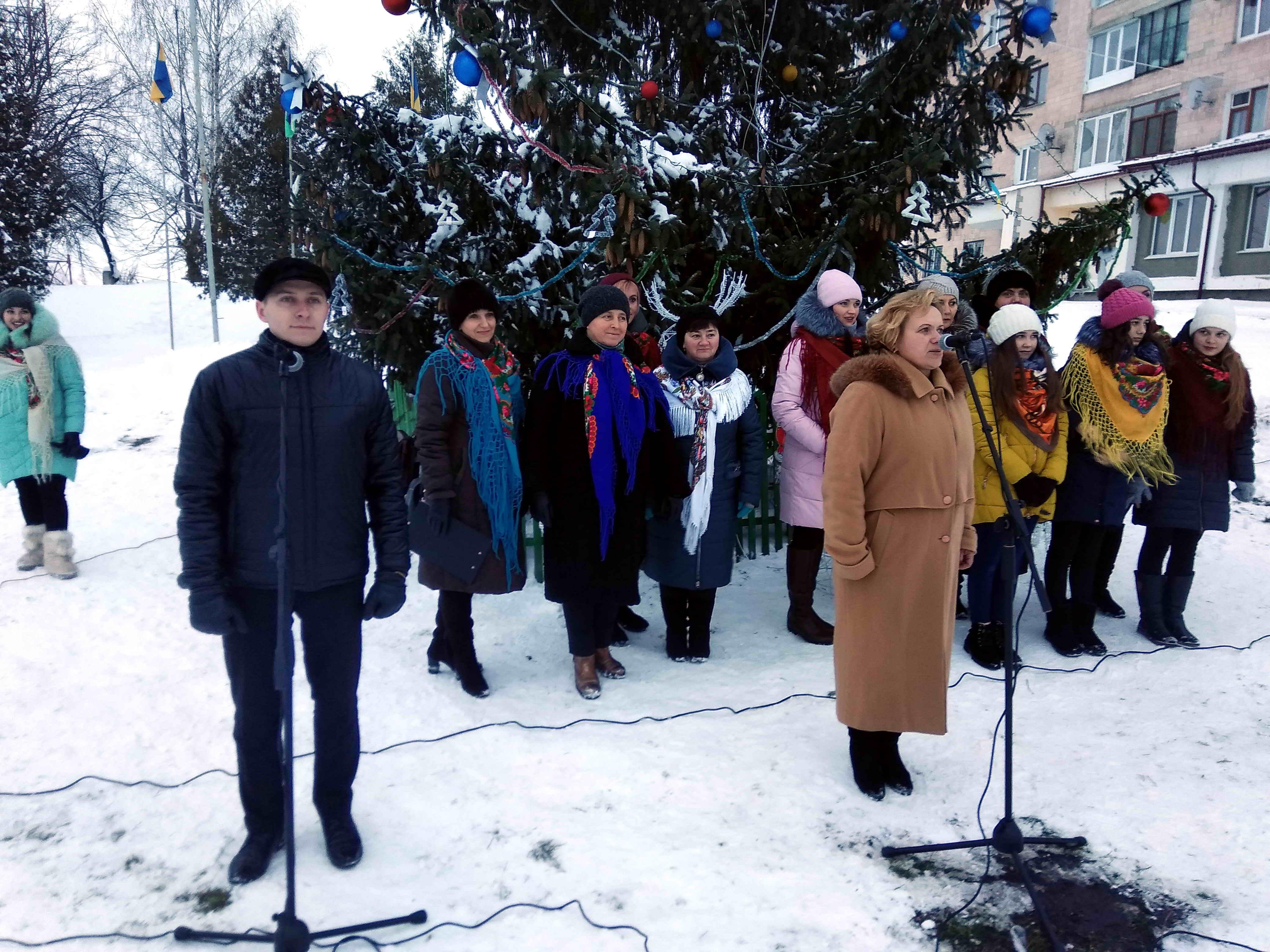 У Зборові відкрили головну новорічну ялинку міста (Фото)