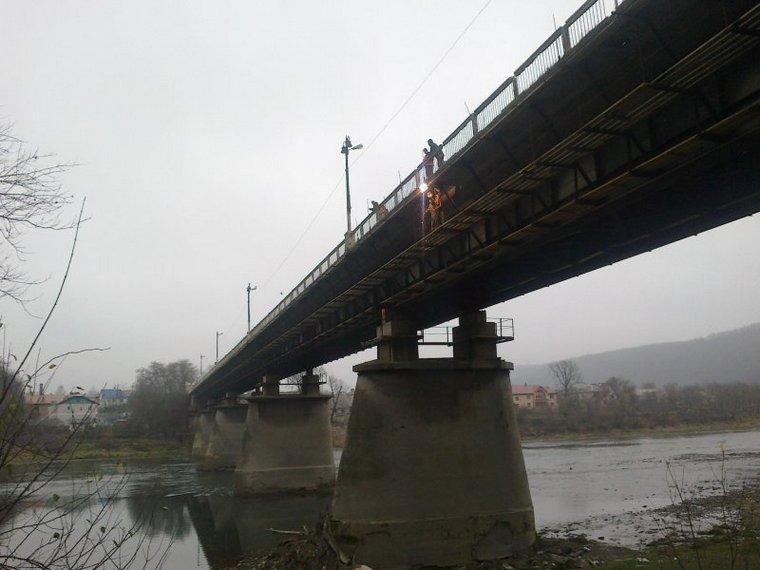 На Тернопільщині жінка кинулася з мосту